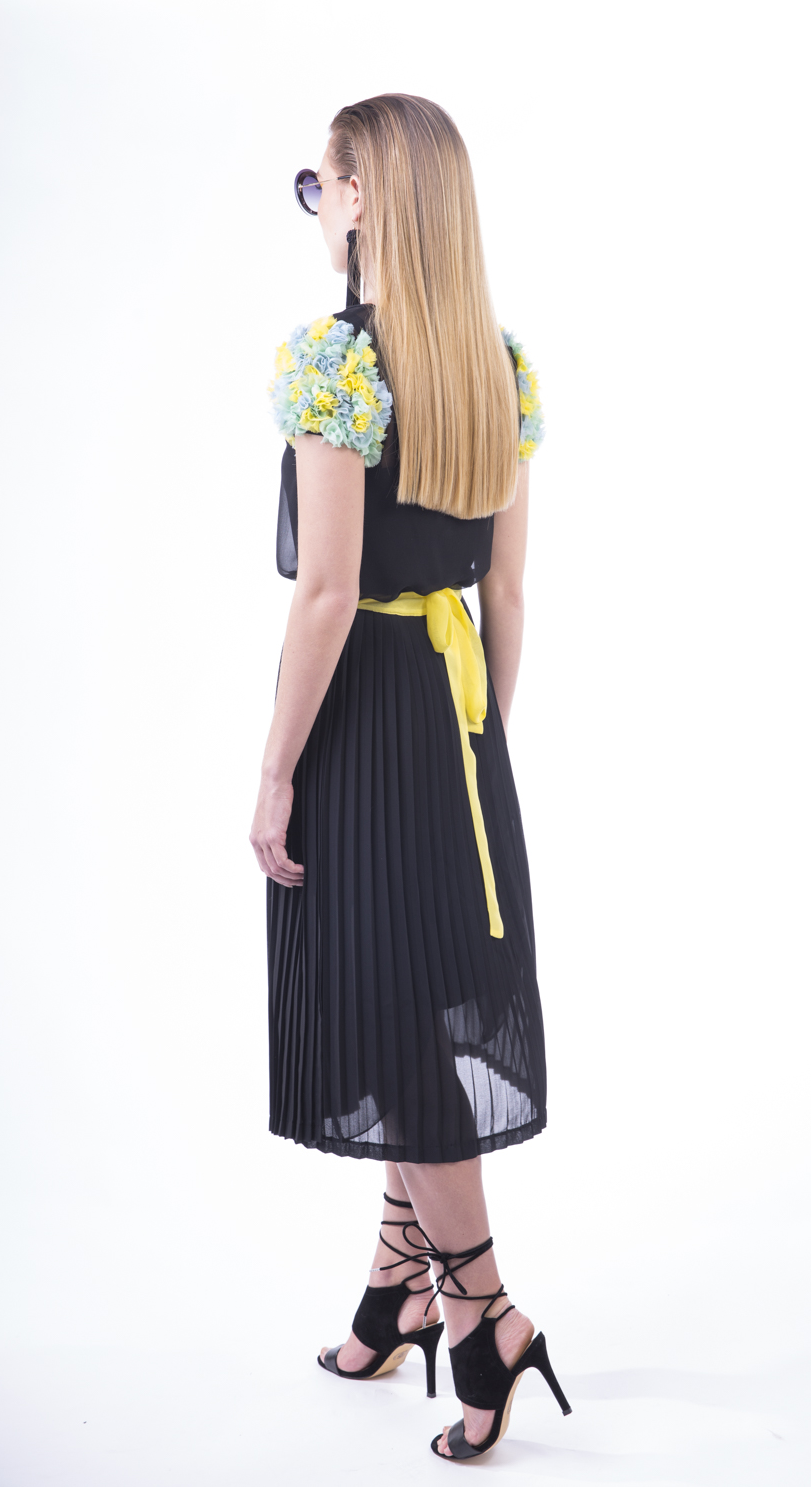 BLACK PLEAT SKIRT YELLOW 2.png