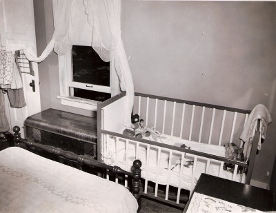 The crime scene - Donna Sue's crib in the Davis' master bedroom.  Image from iowacoldcases.org