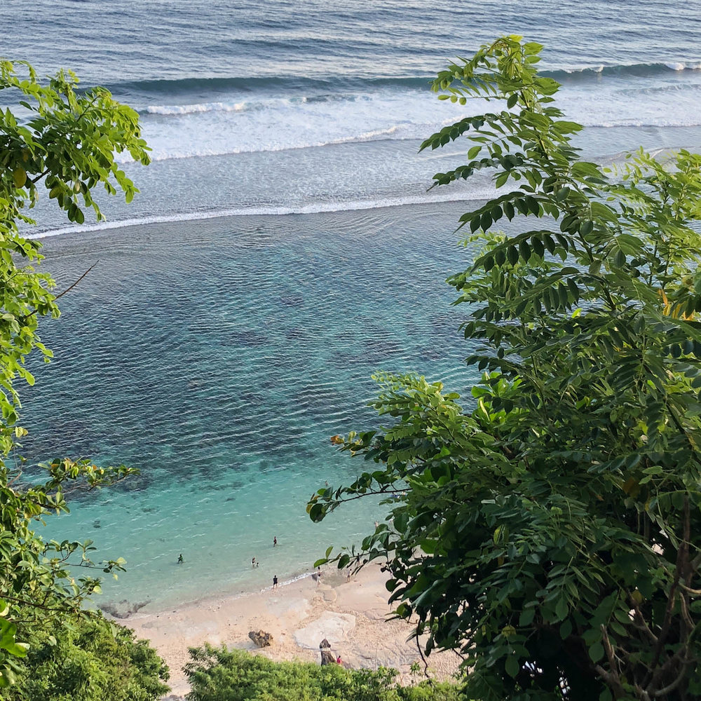 This is Karma Beach on the southern coast of Uluwatu. Uluwatu has some beautiful cliffs, clear waters, and some great waves!
