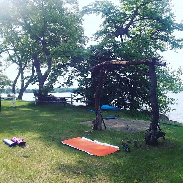Gearing up for our first morning of Lakefront Yoga at @tlhommedieu! Join Shannon every Thursday from 9-10am! . #yogainmn #mnyoga #exploremn #livewideopenmn #yogaonealex #livingalexarea #likeitliveit #explorealex