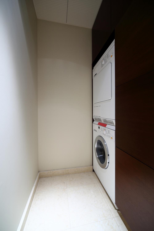 1oak_laundry room11.jpg