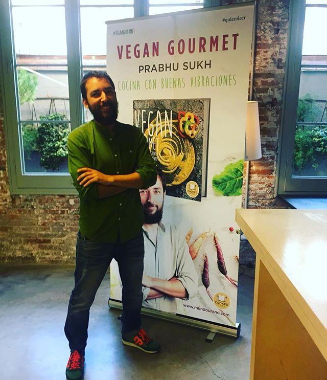 Ayer tuvimos la presentación oficial de VG!! Fue muy bonito ver a tanta gente interesada en la cocina vegana! Muchas gracias a todxs las personas que lo hicisteis posible 💚💚💚