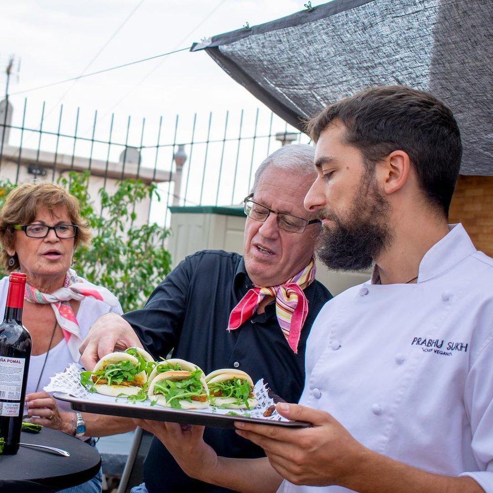 Celebraciones y Catering - Organiza una experiencia gastronómica única para una ocasión especial: desde un banquete de boda hasta una cena íntima y romántica.