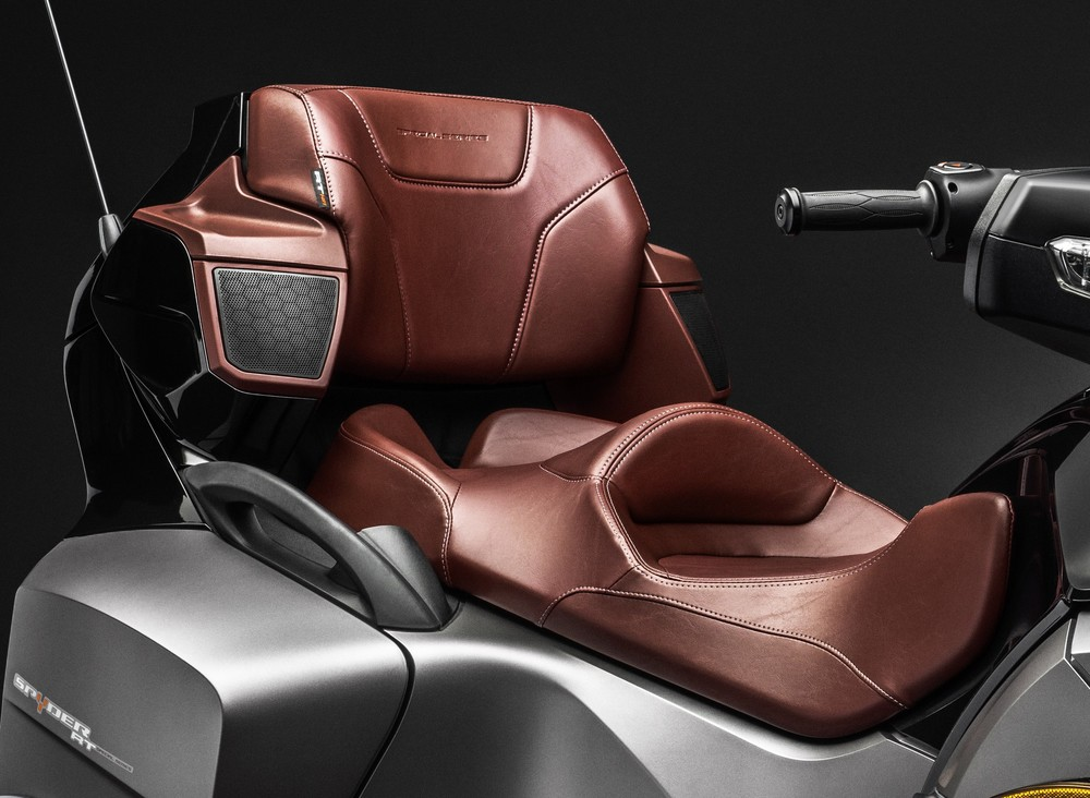 RT-S SS_Special Series Seat Platinum_15.jpg