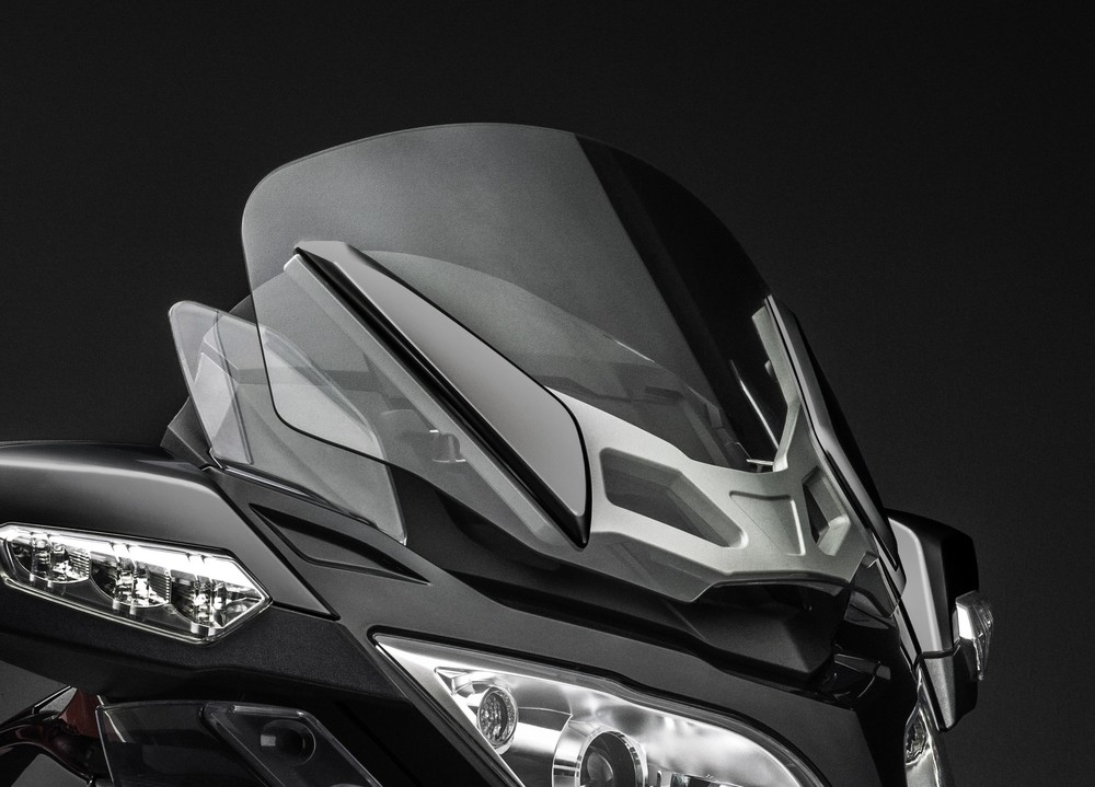 RT-S SS_Special Series Tinted Windshield_15.jpg