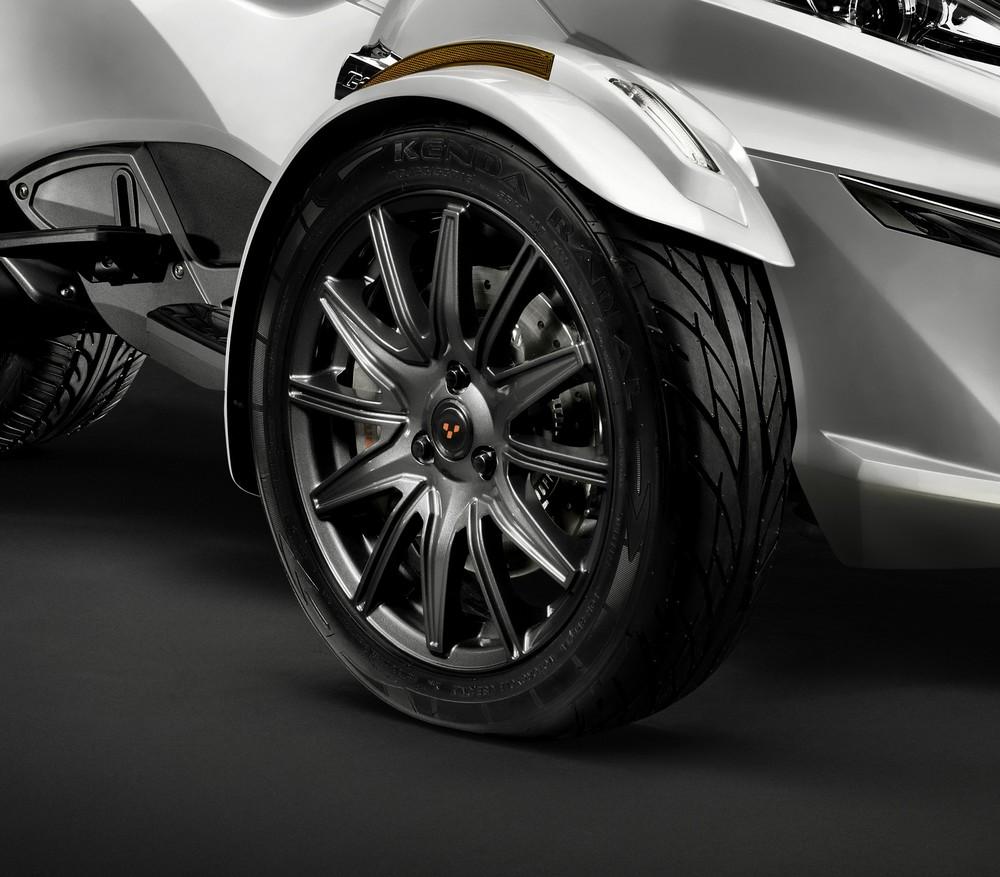 RT-S_12-Spoke Carbon Black Wheel_15.jpg