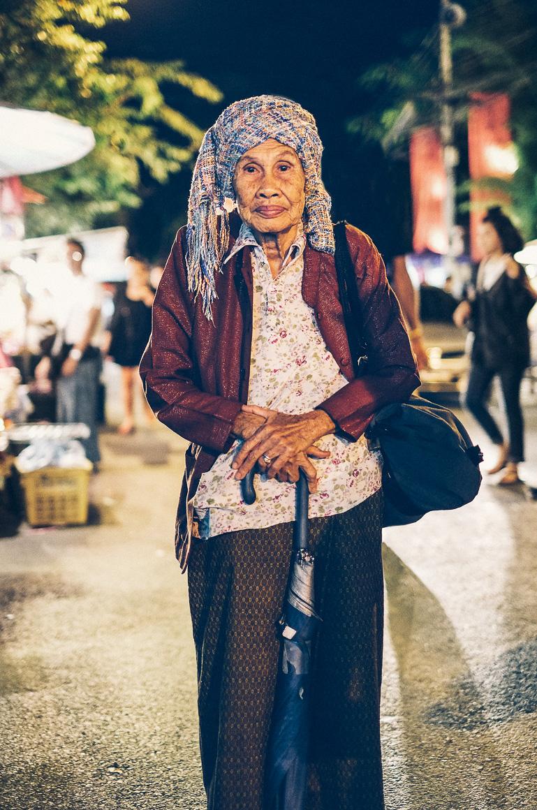 Chiangmai_Oldlady 2.jpg