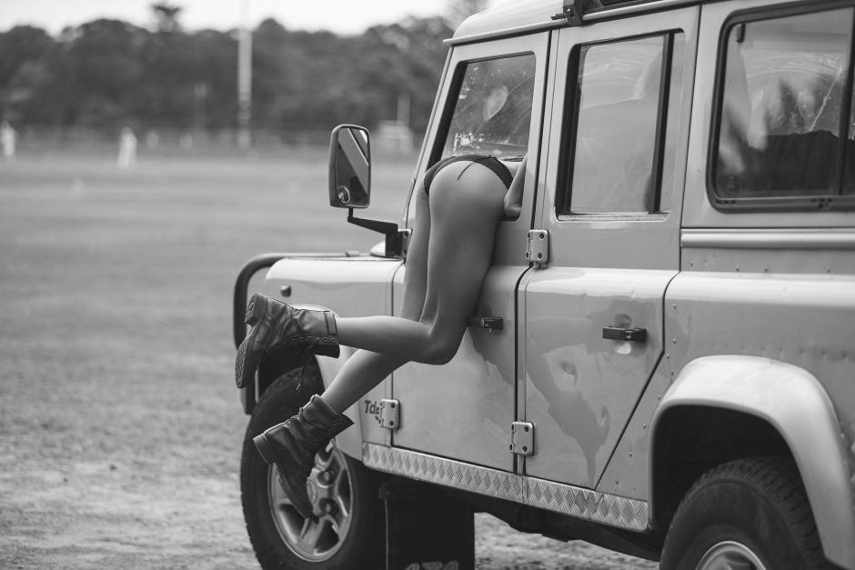 Nothing sexier than a gorgeous girl in a Land Rover ...