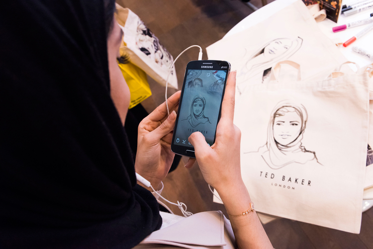Willa Gebbie Live Illustration Portraits on Tote Bags at Ted Baker Selfridges