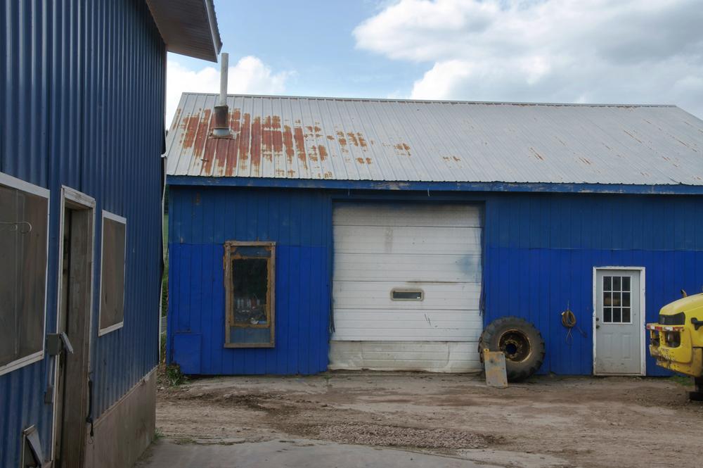 blue_garage.jpg