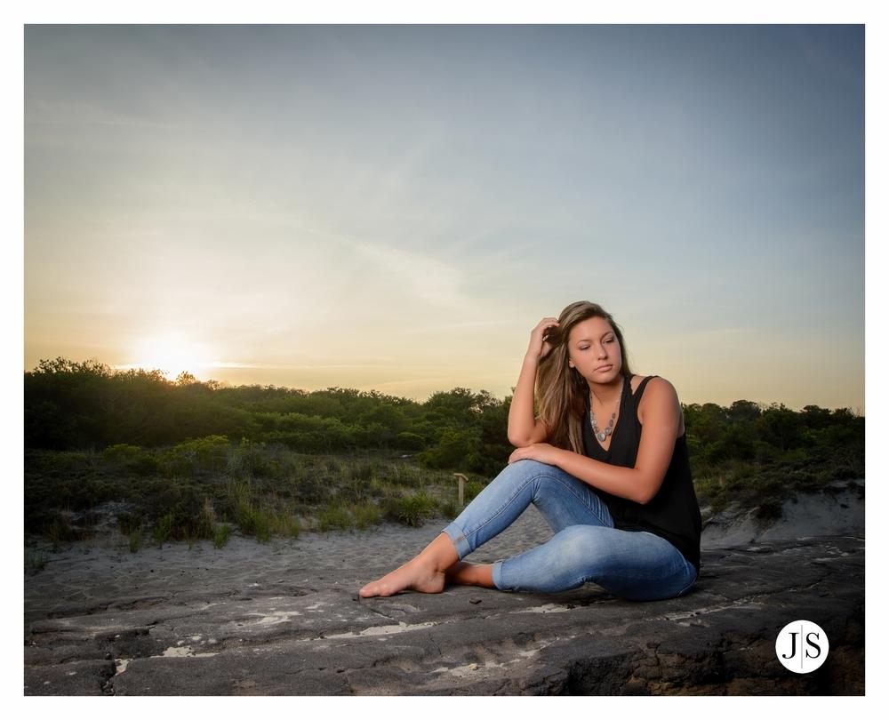 senior-portraits-assateague-maryland-field-ocean-beach-photo-salisbury 13.jpg