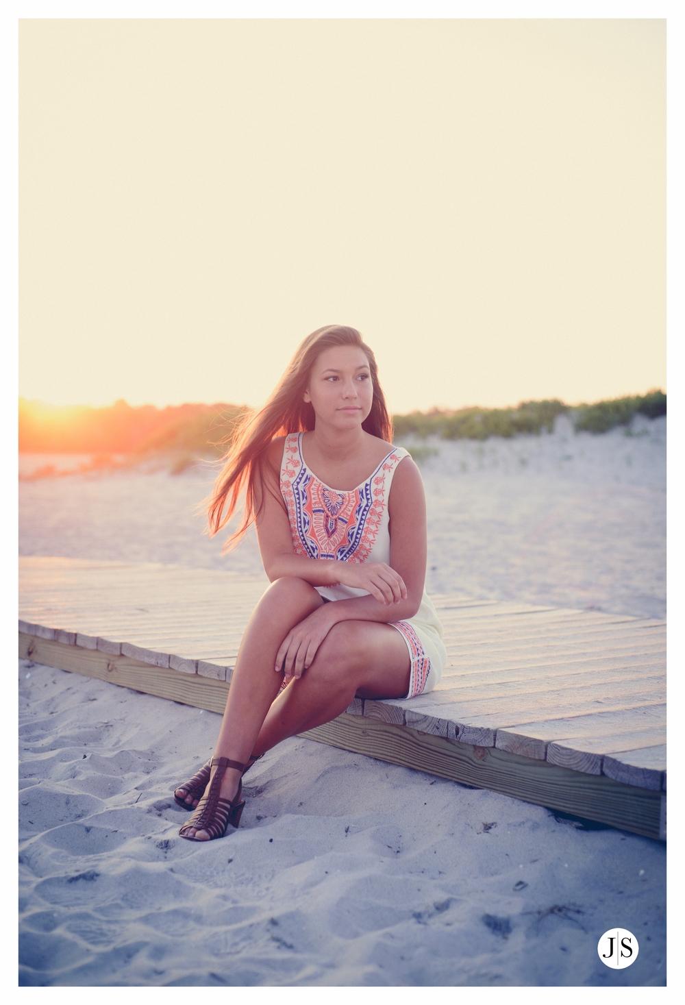 senior-portraits-assateague-maryland-field-ocean-beach-photo-salisbury 16.jpg