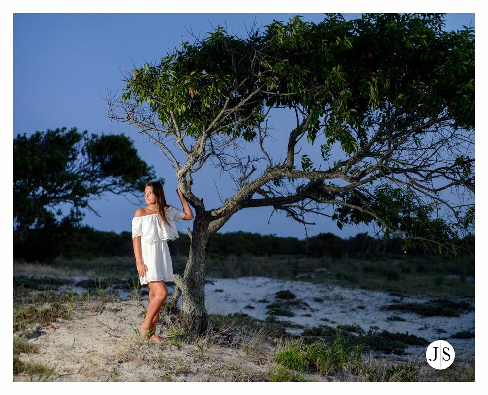 senior-portraits-assateague-maryland-field-ocean-beach-photo-salisbury 20.jpg