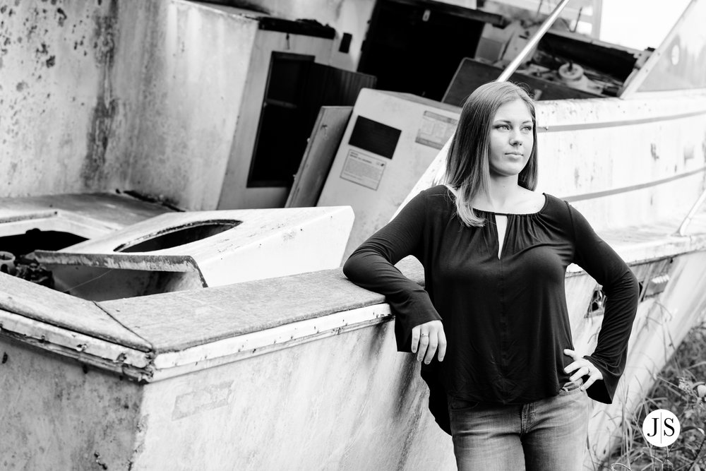 senior-portraits-beach-blackandwhite-salisbury-barn-maryland-photo 4.jpg