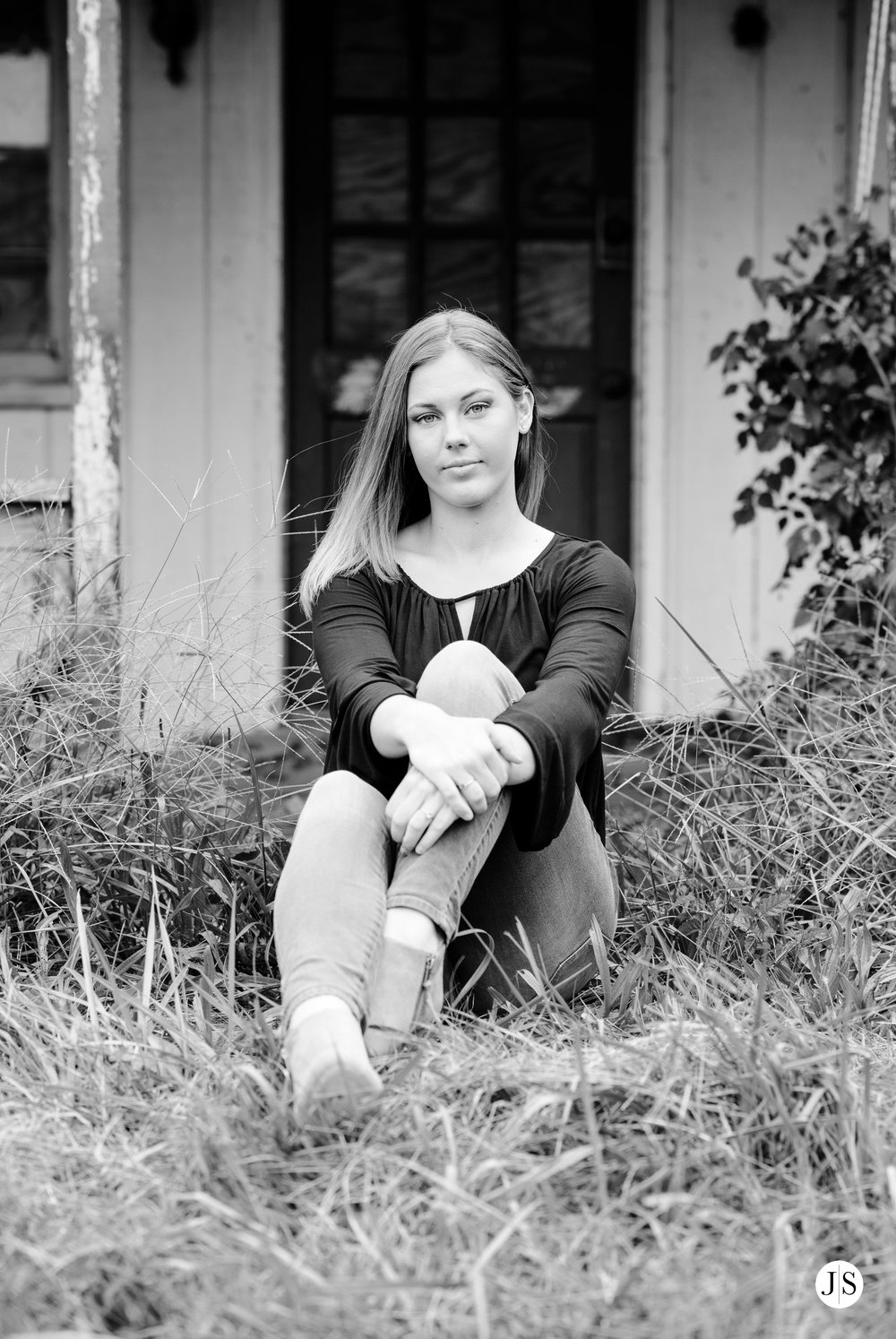 senior-portraits-beach-blackandwhite-salisbury-barn-maryland-photo 3.jpg