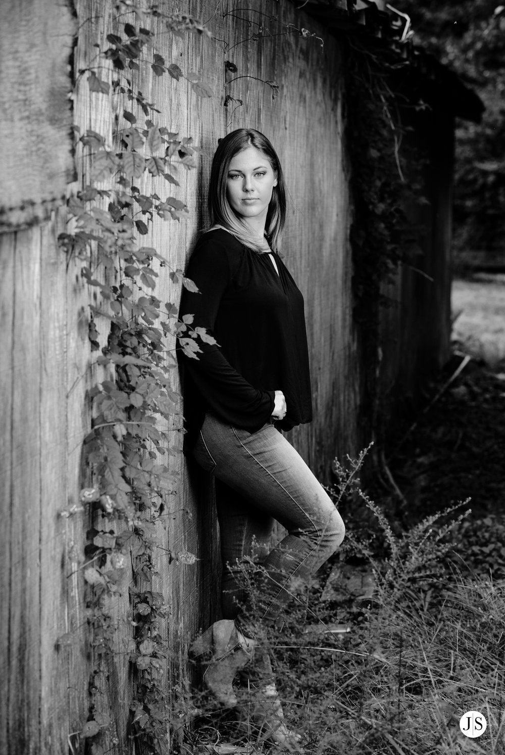 senior-portraits-beach-blackandwhite-salisbury-barn-maryland-photo 6.jpg