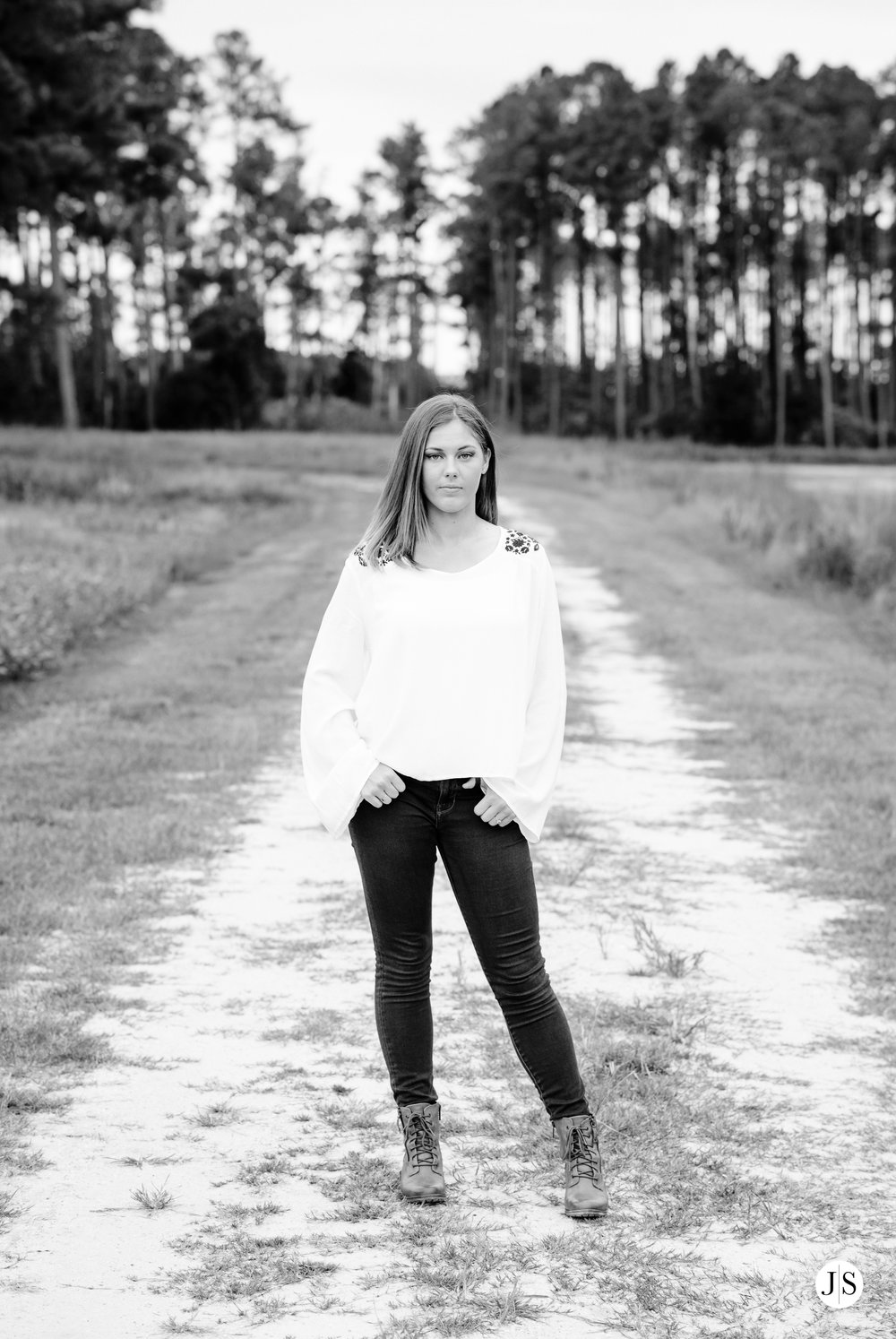 senior-portraits-beach-blackandwhite-salisbury-barn-maryland-photo 9.jpg