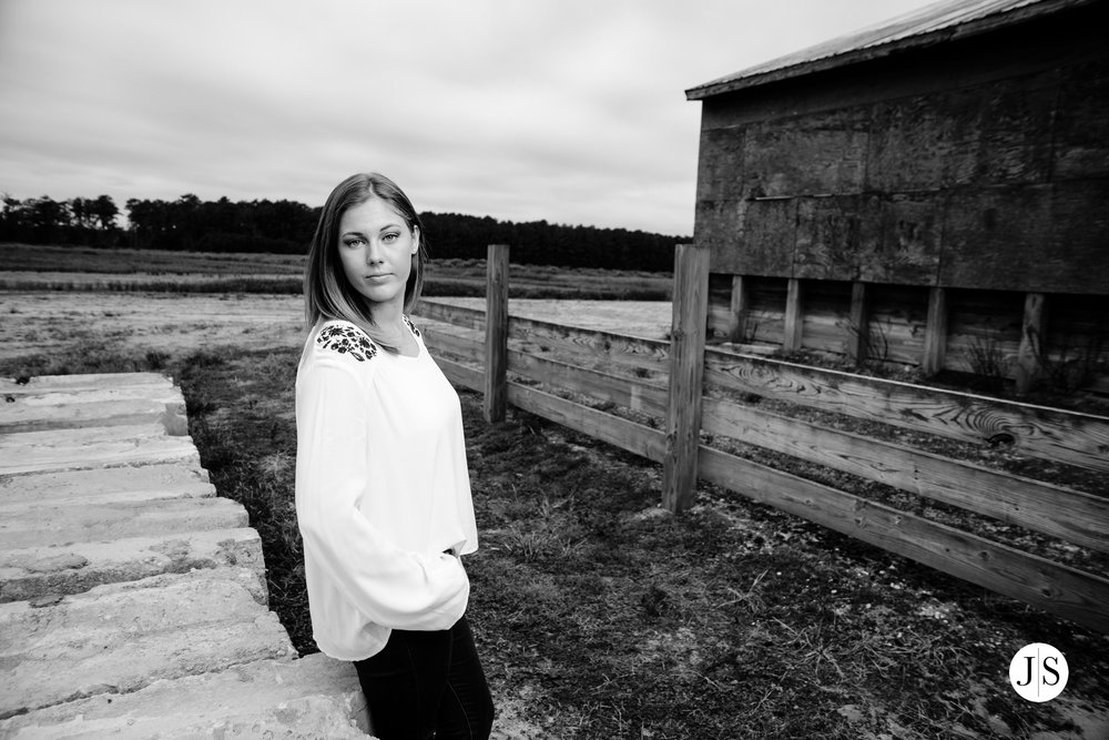 senior-portraits-beach-blackandwhite-salisbury-barn-maryland-photo 11.jpg