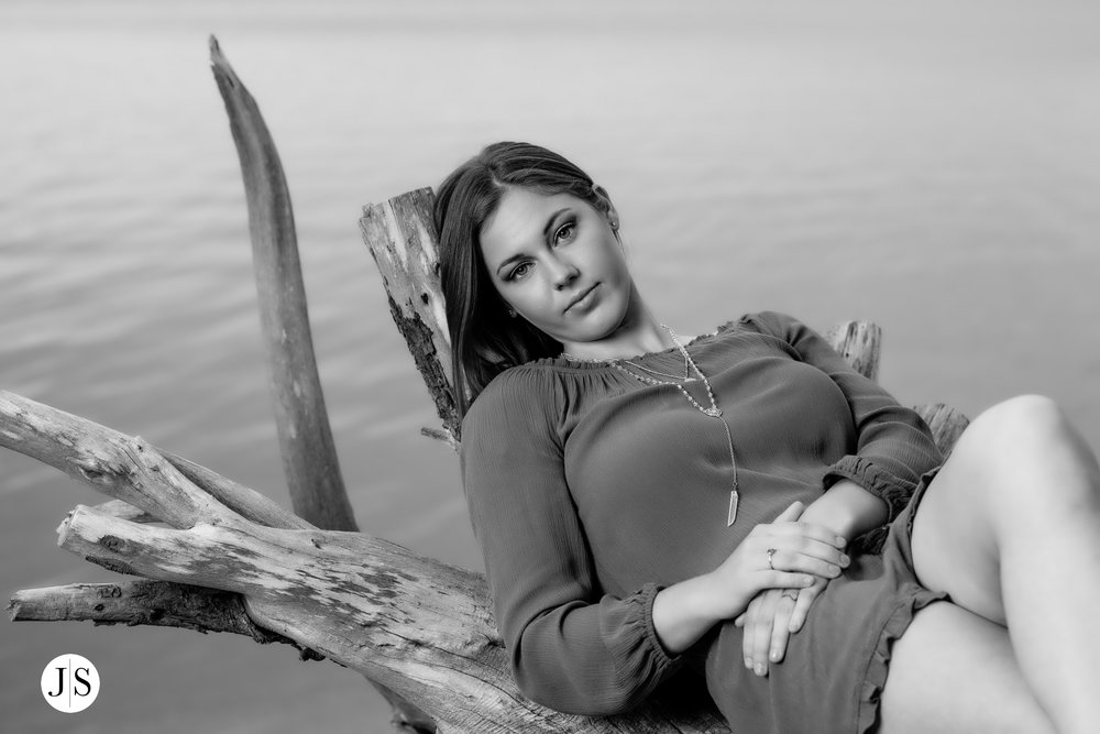 senior-portraits-beach-blackandwhite-salisbury-barn-maryland-photo 14.jpg