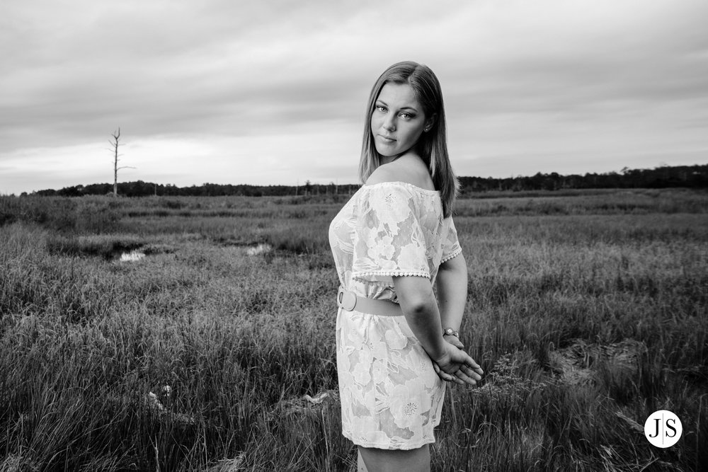 senior-portraits-beach-blackandwhite-salisbury-barn-maryland-photo 15.jpg