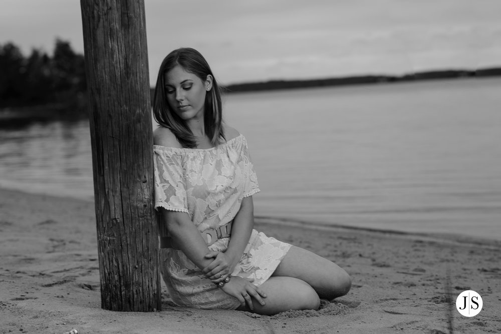 senior-portraits-beach-blackandwhite-salisbury-barn-maryland-photo 17.jpg