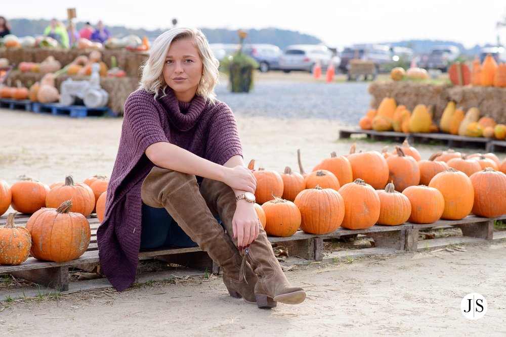 senior-portrait-pumpkins-maryland-adkins-farm-fall-portraits-modelreps-photo 3.jpg