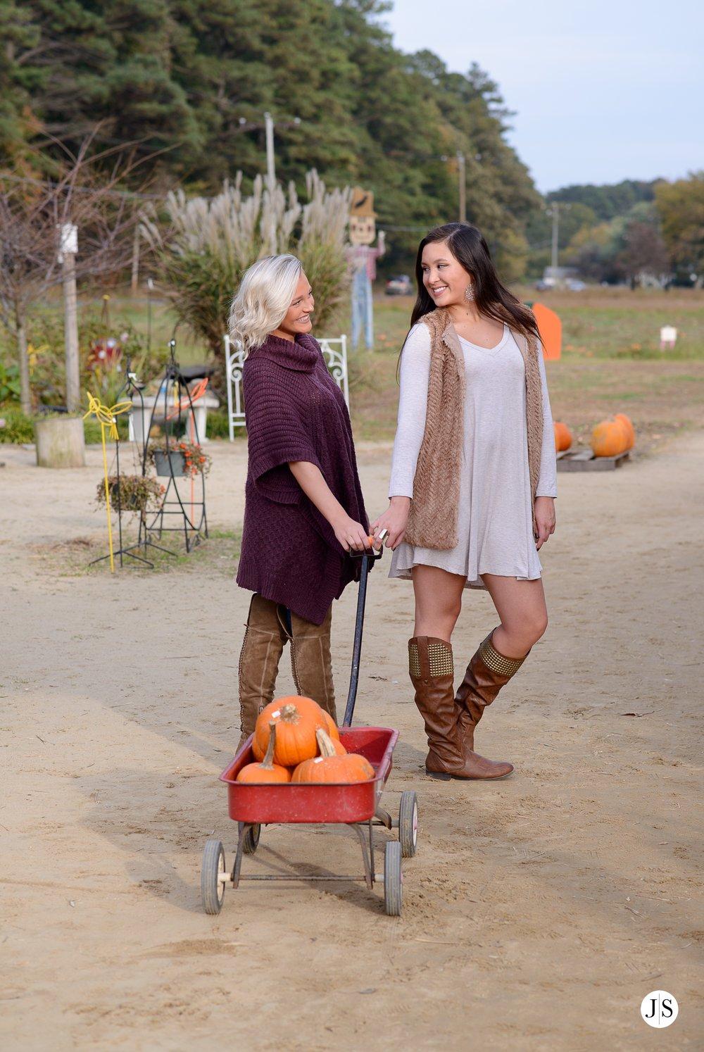 senior-portrait-pumpkins-maryland-adkins-farm-fall-portraits-modelreps-photo 5.jpg