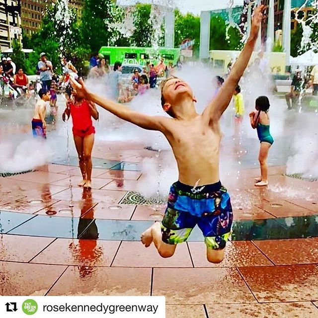 That feeling when the @rosekennedygreenway says they're happy to host 200 women next Thursday! Did you know that all aspects of The Greenway (all maintenance, horticulture, improvements, programming and public art) are managed by a nonprofit? We feel beyond lucky to have this incredible organization running our urban backyard. Come check it out and snag your ticket for next Thursday evening with @sweatwithlaurenhefez! Suggested donation is $10 so that we can help them keep the parks looking and feeling like the pic above 😃💃💯
