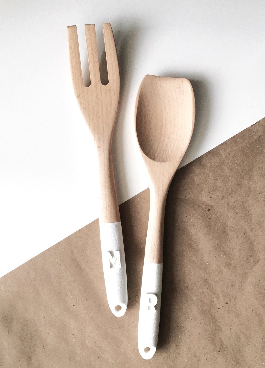 drawn-to-diy-personalized-salad-servers-02