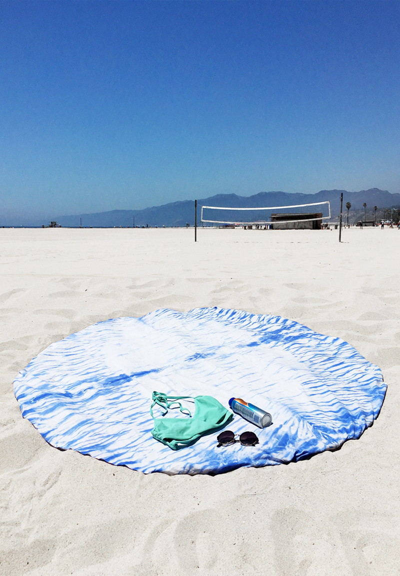 DIY Round Shibori Beach Blanket by Drawn to DIY (02)