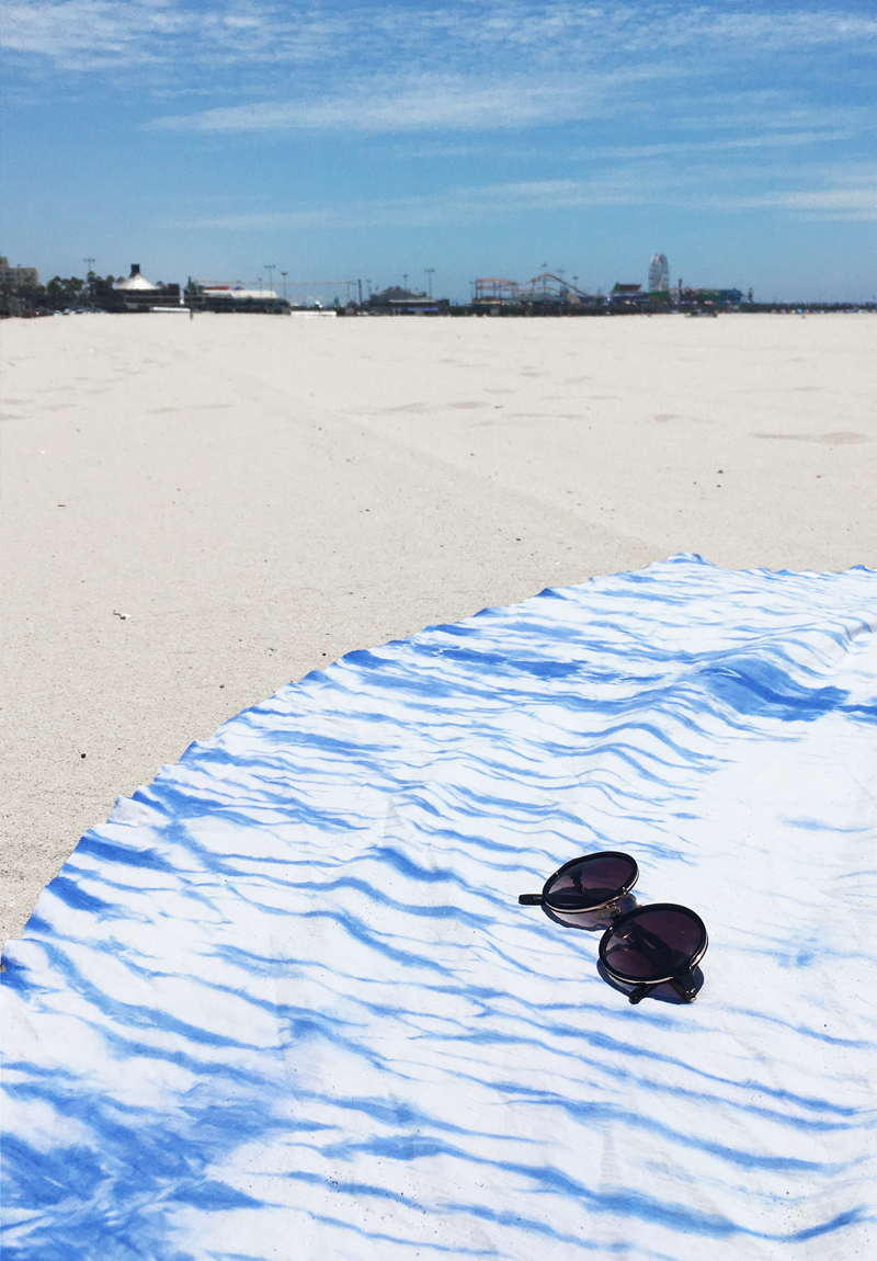 DIY Round Shibori Beach Blanket by Drawn to DIY (051)