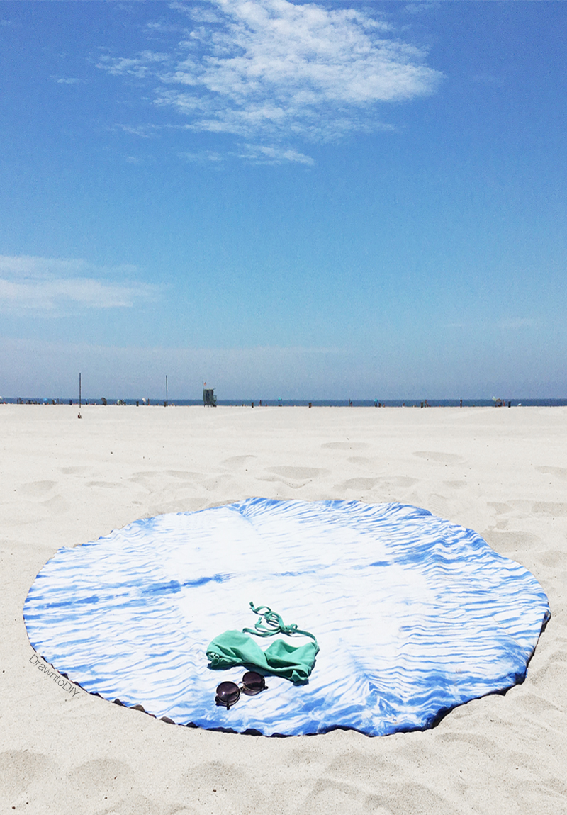 DIY Round Shibori Beach Blanket by Drawn to DIY (07)