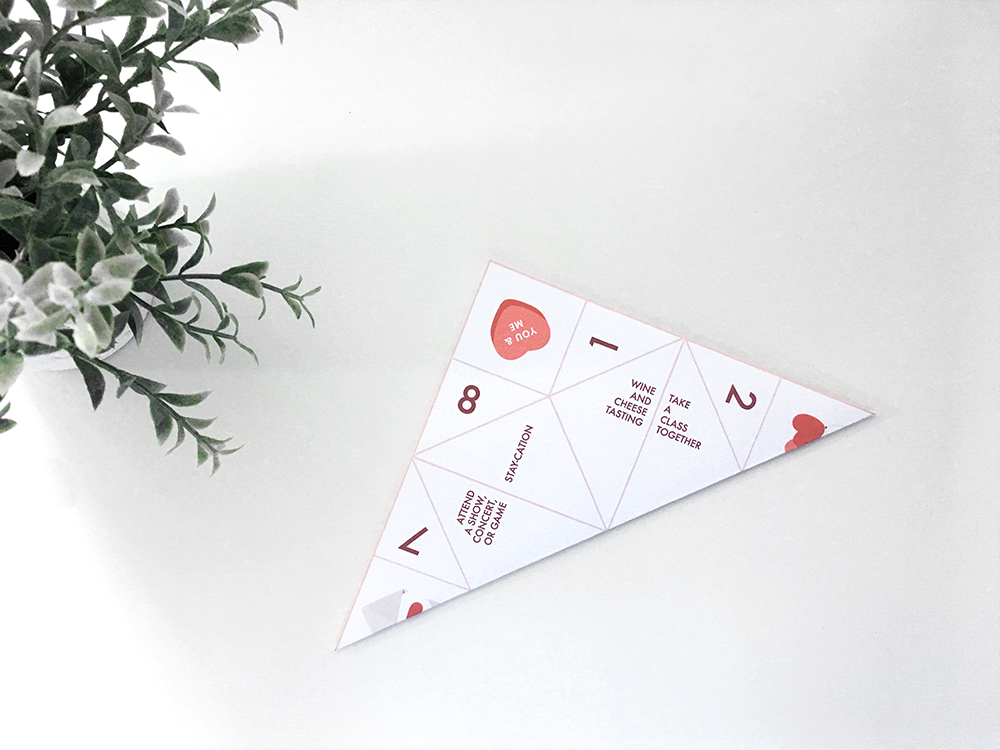 Valentine's Day Paper Fortune Teller Printable | @DrawntoDIY