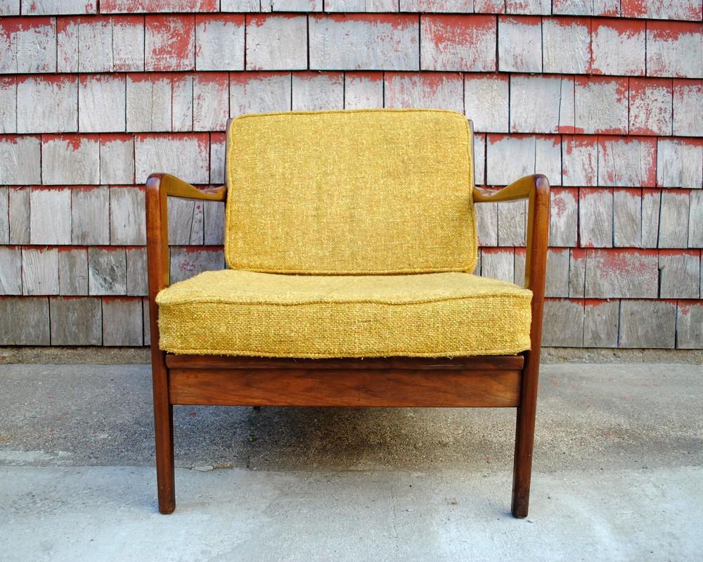 Selig chair and ottoman - Dsc_0124 2 Jpg