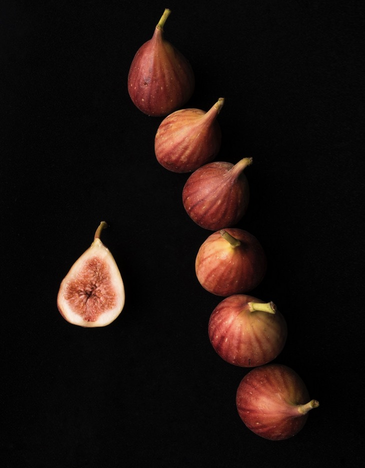 figs-black-background-cco