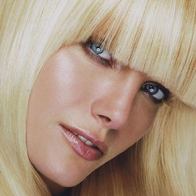 Have you thought about bangs for the winter months? They can change your whole style without loosing the length. Haircut and style by @melvillenyc #melvillepipino #hair #bangs #healthyhair #longhair #sexyhair #besthaircut #besthair