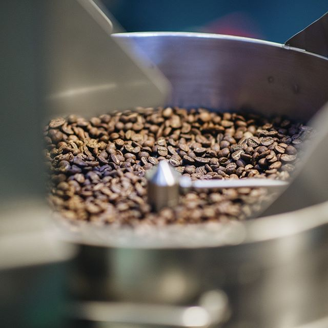 📣 Calling on current and future #coffeeleaders in the roasting community. Need financial support to attend #CRGRetreat in Stevenson, WA? Apply to the Stephan & Becky Diedrich Scholarship today! 👉 Learn more by following the link in our bio!