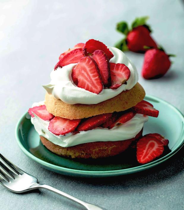 strawberry-shortcake-cooking-solo-tara-donne-620x706.jpg