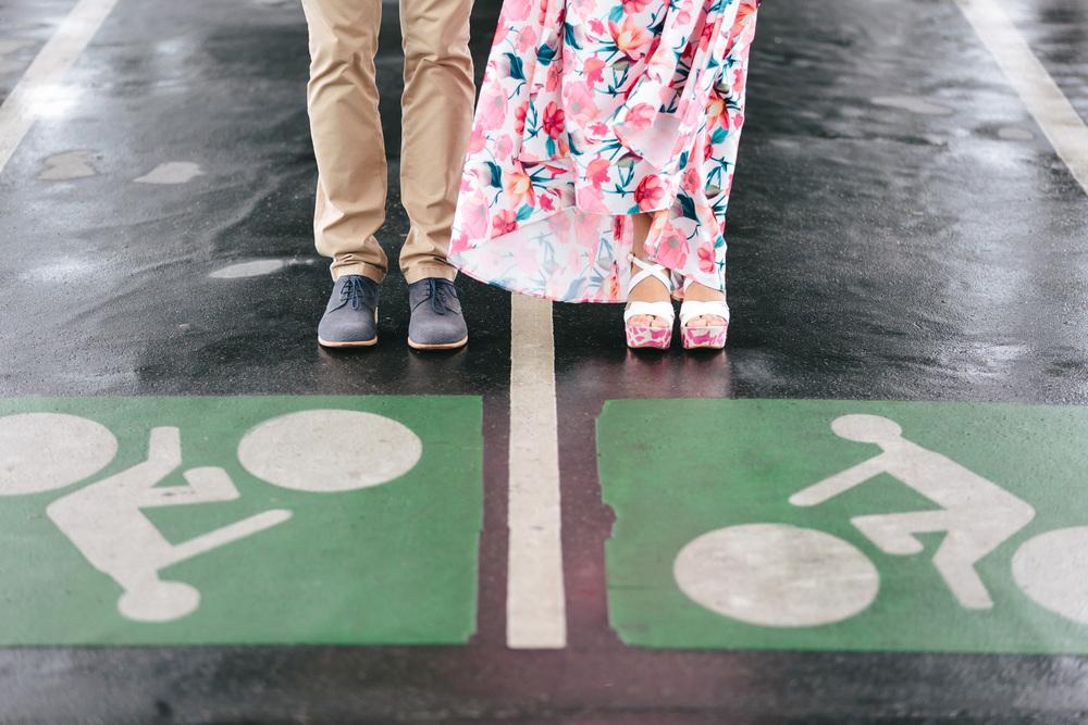 Photographer in Paris Couple Session Bir Hakeim Rainy Details IheartParisfr