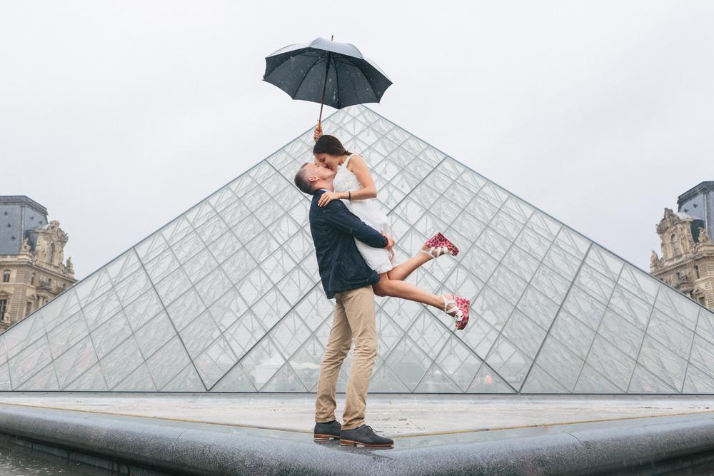 Paris Photographer Couple Session Rain Louvre Pyramid Umbrella Iheartparisfr