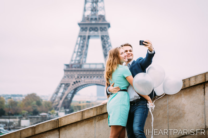 Photographer in Paris Couple Session Selfie