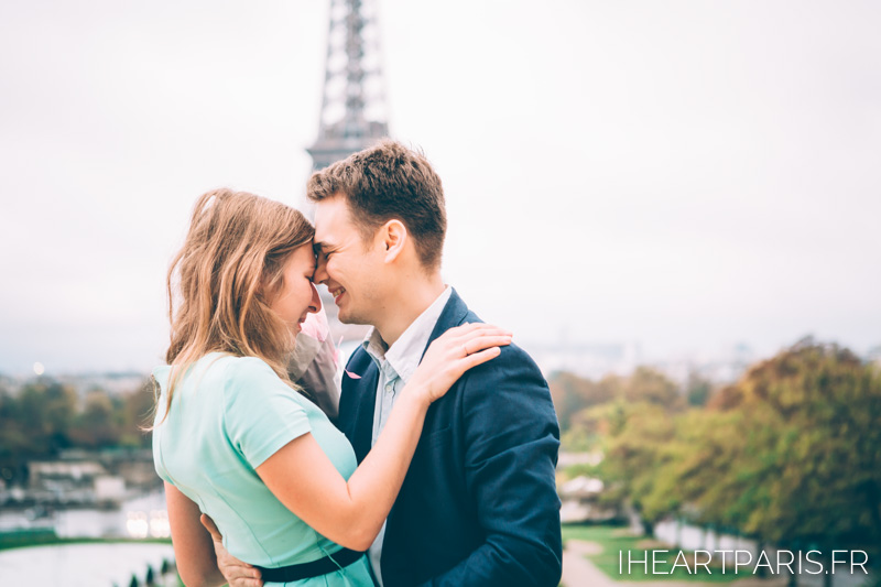 Photographer in Paris Engagement Eiffel