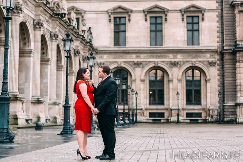 Engagement Photosession Paris Louvre IheartParisfr