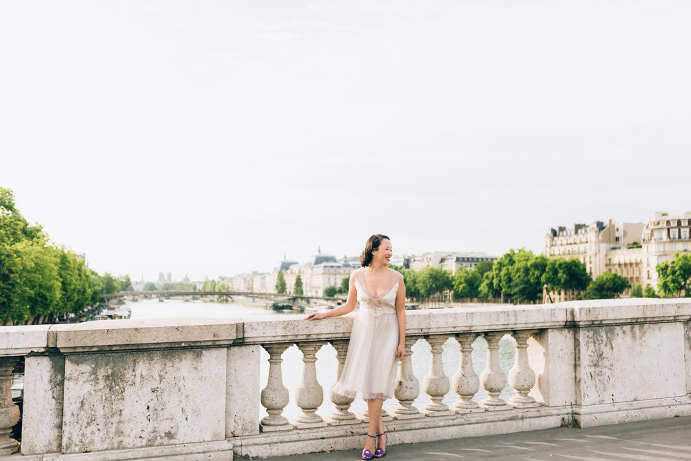 Photographer in Paris, bridge, portrait, Birthday, personal branding, IheartParisfr