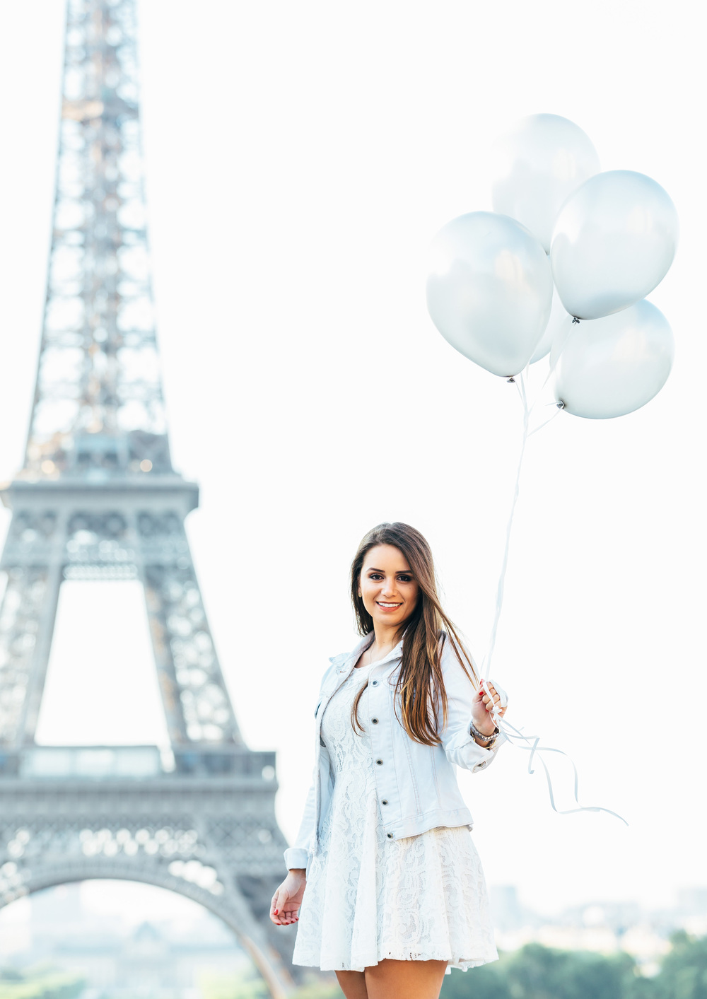 Photographer in Paris Eiffel Tower Lovestory Couple Trocadero balloons summer Iheartparisfr