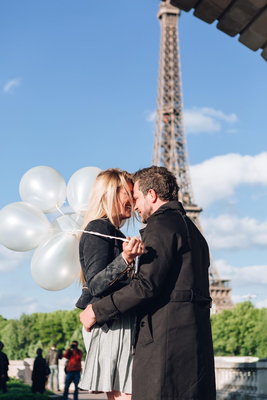 Paris Photographer Surprise Proposal Eiffel Tower Bir Hakeim engagement balloons Iheartparisfr