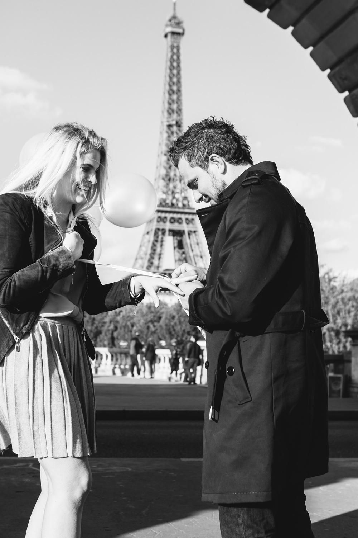 Photographer in Paris Surprise Proposal Tour Eiffel Bir Hakeim Iheartparisfr