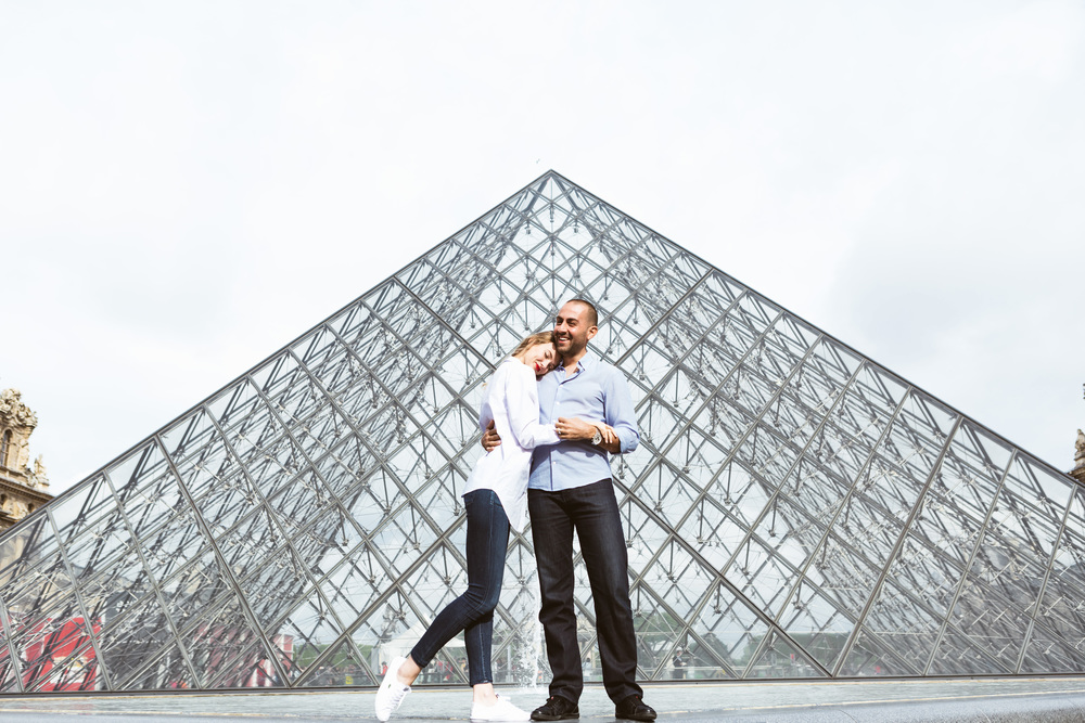 Photographer in Paris Couple Session Louvre pyramid Lovebirds Iheartparisfr