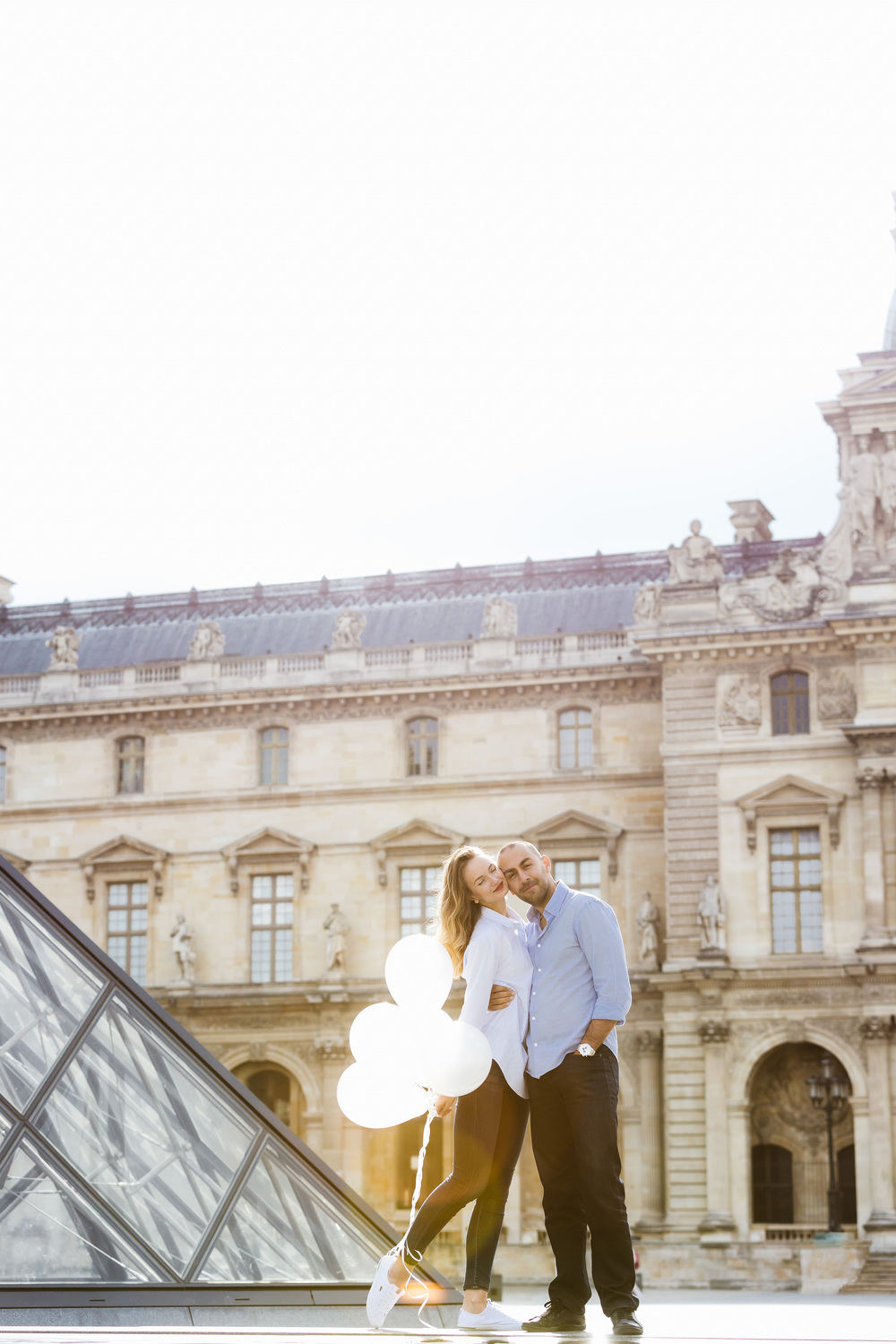 Paris Photographer Couple Session balloons love Iheartparisfr