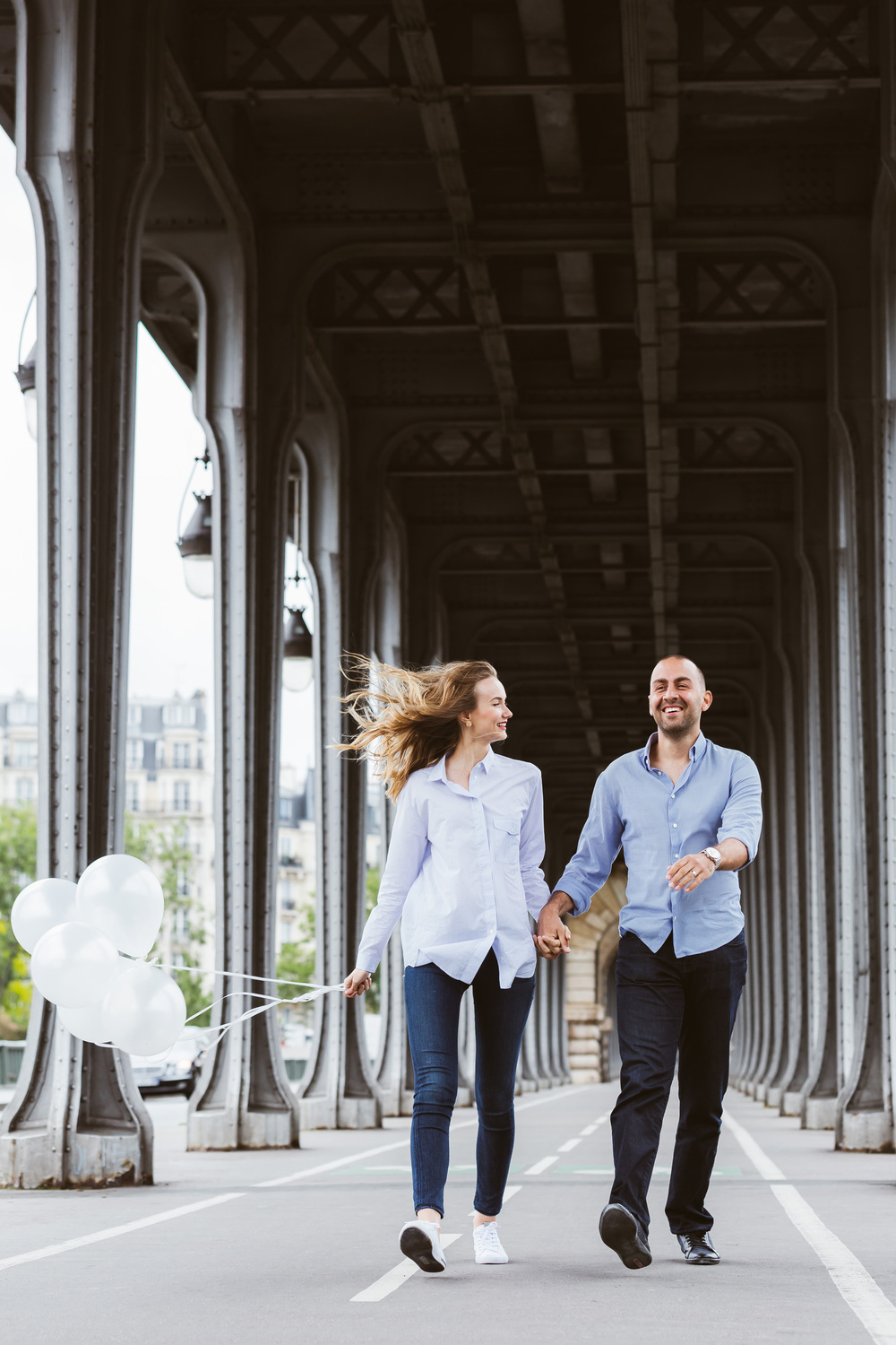 Photographer-in-Paris-Couple-Session-Bir-Hakeim-Eiffel-Tower-Iheartparisfr.jpg
